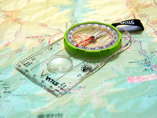 0000000 コンパスと地図.jpg